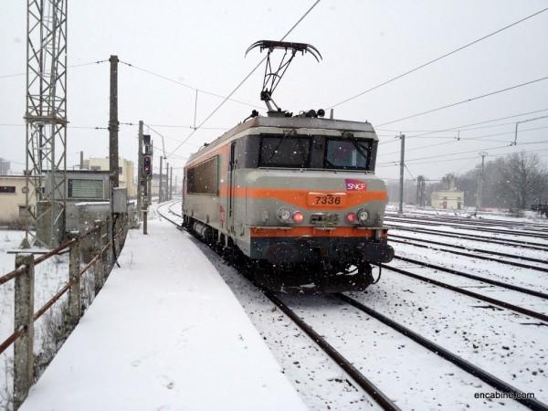 Rentrée au dépôt sous la neige avec la BB7336